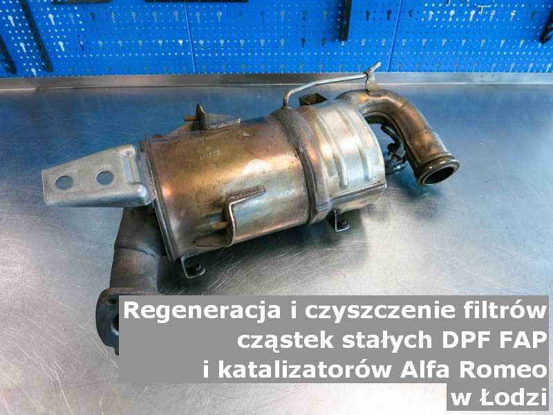 Wypłukany filtr cząstek stałych marki Alfa Romeo, na stole w pracowni regeneracji, w Łodzi.