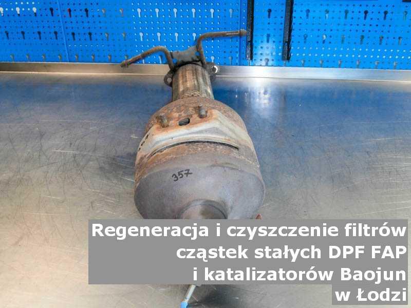 Naprawiany katalizator utleniający marki Baojun, w pracowni, w Łodzi.