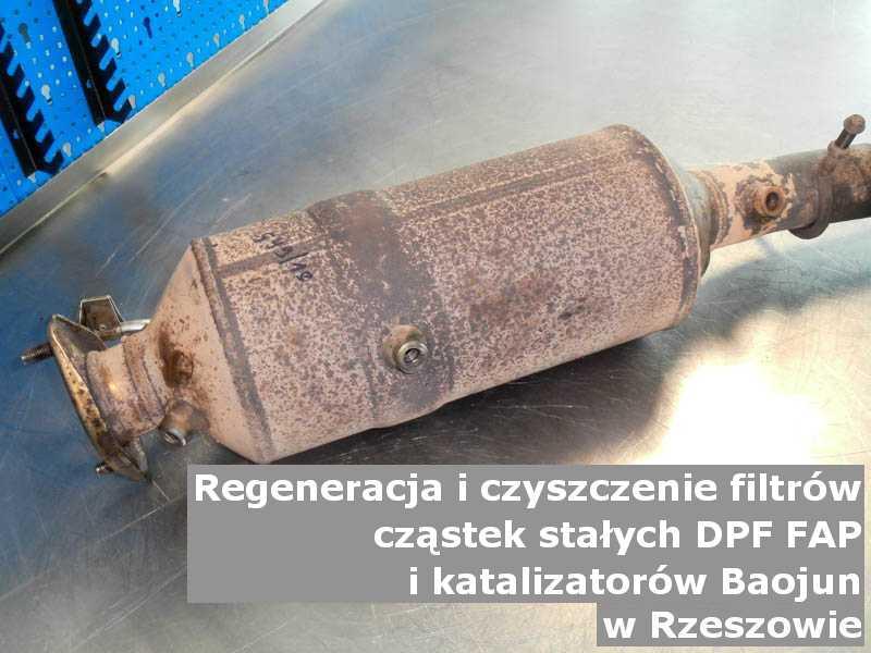 Wypalony filtr cząstek stałych marki Baojun, w warsztacie, w Rzeszowie.