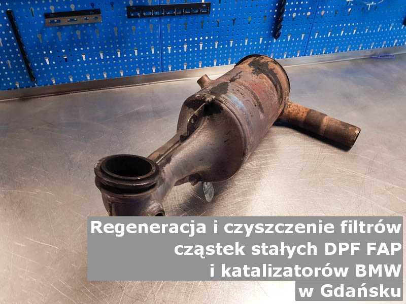 Regenerowany filtr cząstek stałych DPF marki BMW, w pracowni laboratoryjnej, w Gdańsku.