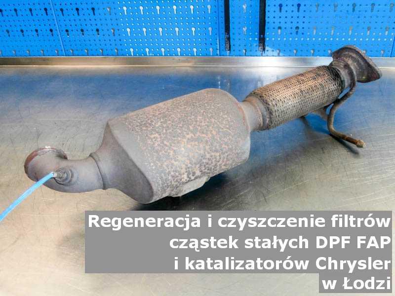Umyty filtr cząstek stałych FAP marki Chrysler, w pracowni regeneracji, w Łodzi.