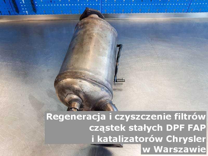 Płukany katalizator SCR marki Chrysler, w pracowni regeneracji, w Warszawie.