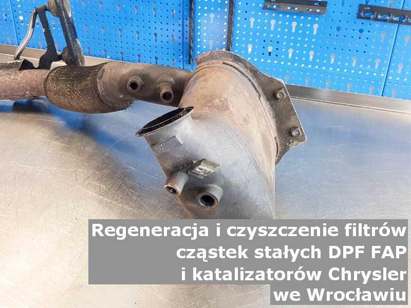 Oczyszczony filtr FAP marki Chrysler, w warsztacie, w Wrocławiu.