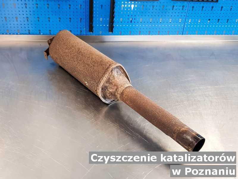 Katalizator przysłany do pracowni w pracowni na stole w Poznaniu.