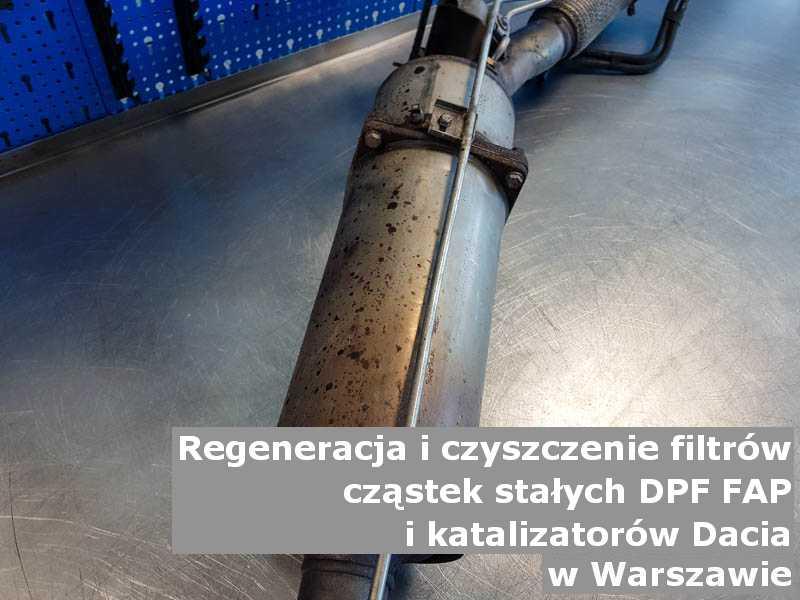 Naprawiany katalizator SCR marki Dacia, w pracowni regeneracji, w Warszawie.