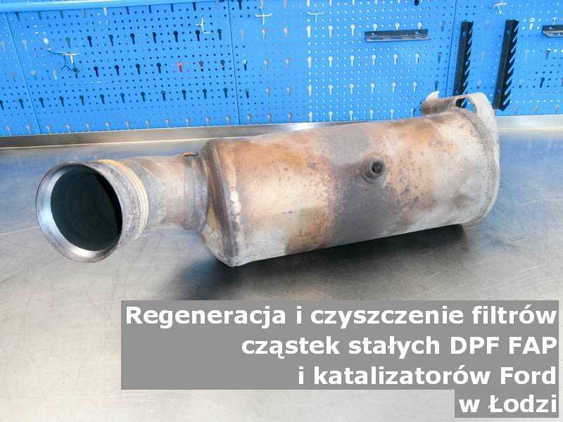 Naprawiany katalizator SCR marki Ford, w pracowni, w Łodzi.