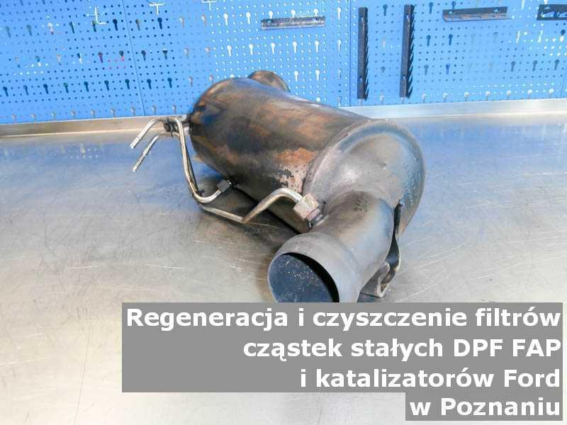 Regenerowany filtr cząstek stałych DPF marki Ford, w warsztacie na stole, w Poznaniu.