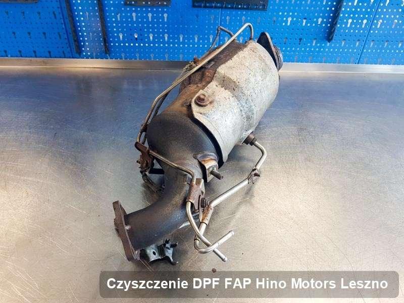 Filtr DPF do samochodu marki Hino Motors w Lesznie wyczyszczony w specjalistycznym urządzeniu, gotowy do zamontowania