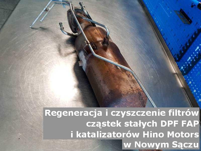Wypalony filtr marki Hino Motors, w warsztatowym laboratorium, w Nowym Sączu.
