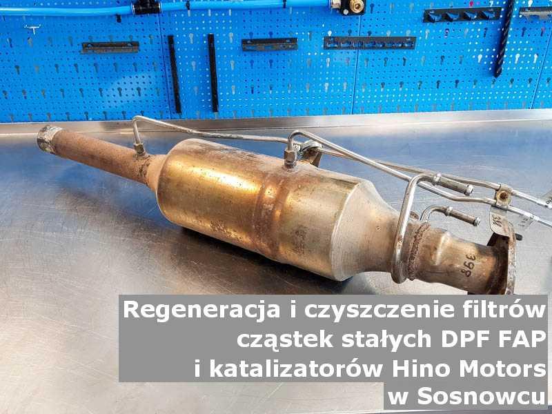 Płukany filtr cząstek stałych DPF marki Hino Motors, w warsztacie, w Sosnowcu.