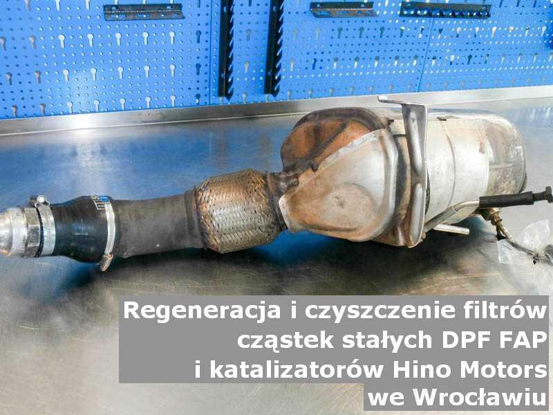 Myty filtr cząstek stałych DPF marki Hino Motors, w warsztatowym laboratorium, w Wrocławiu.