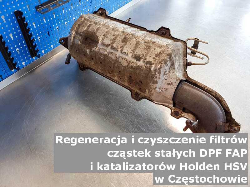 Wypalony z sadzy filtr cząstek stałych FAP marki Holden (HSV), w warsztatowym laboratorium, w Częstochowie.