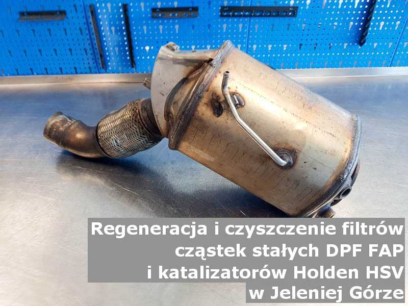 Płukany katalizator utleniający marki Holden (HSV), w pracowni, w Jeleniej Górze.