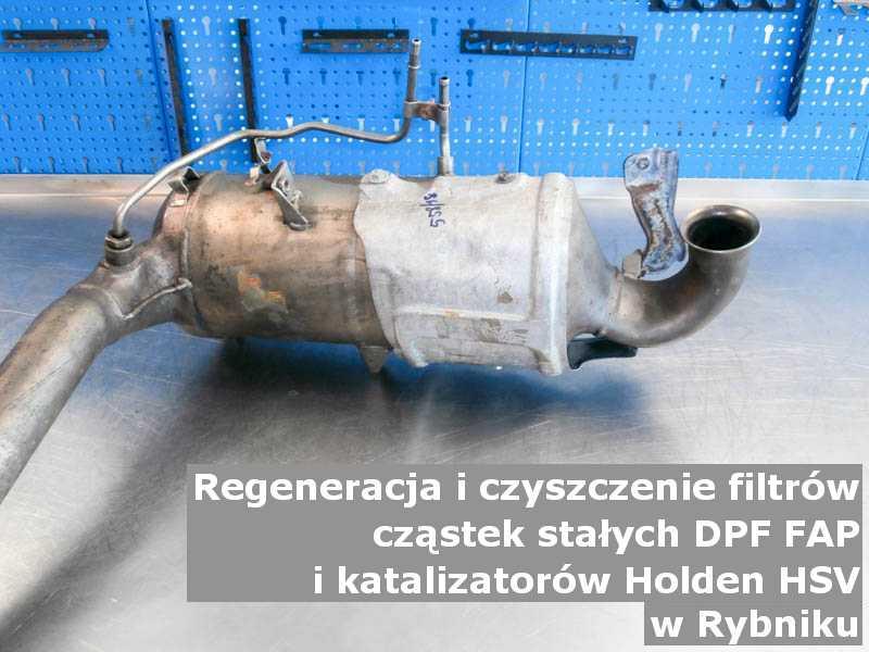 Wypalony katalizator SCR marki Holden (HSV), w warsztatowym laboratorium, w Rybniku.