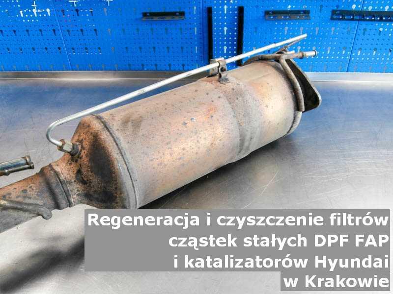 Wypłukany filtr marki Hyundai, w warsztatowym laboratorium, w Krakowie.