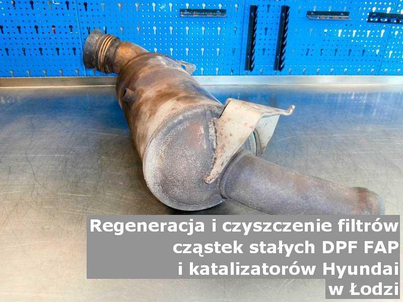 Zregenerowany filtr cząstek stałych GPF marki Hyundai, w pracowni regeneracji na stole, w Łodzi.