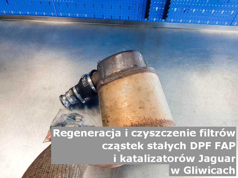 Zregenerowany filtr DPF marki Jaguar, na stole w pracowni regeneracji, w Gliwicach.