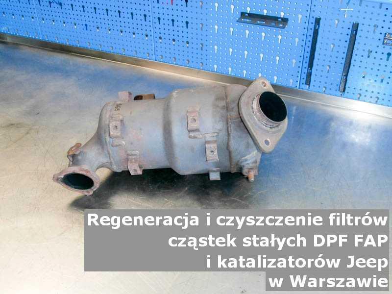 Myty filtr cząstek stałych DPF marki Jeep, w pracowni regeneracji na stole, w Warszawie.