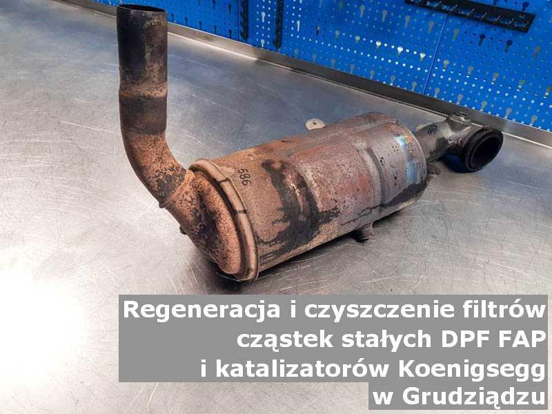 Wyczyszczony filtr DPF marki Koenigsegg, na stole w pracowni regeneracji, w Grudziądzu.