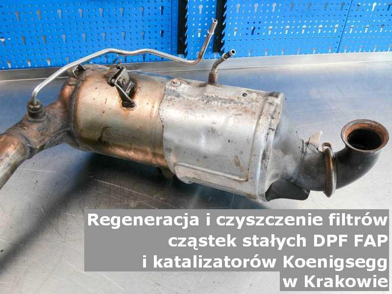 Czyszczony katalizator utleniający marki Koenigsegg, w laboratorium, w Krakowie.