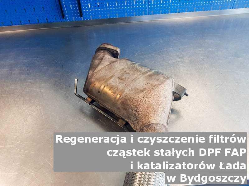 Wypalany katalizator utleniający marki Łada, w pracowni regeneracji, w Bydgoszczy.