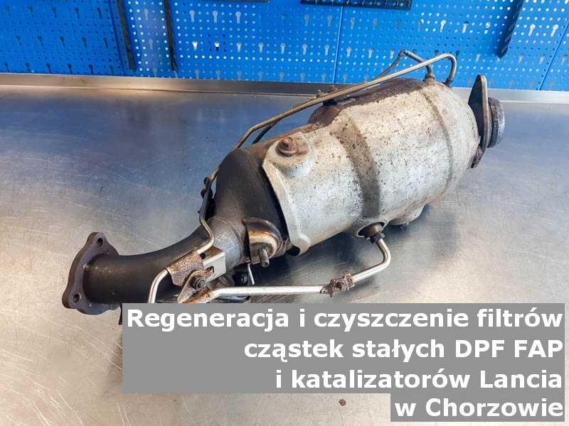 Wypalony filtr cząstek stałych DPF marki Lancia, w laboratorium, w Chorzowie.