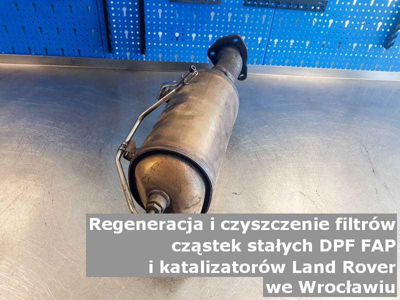 Umyty katalizator marki Land Rover, w pracowni regeneracji, w Wrocławiu.
