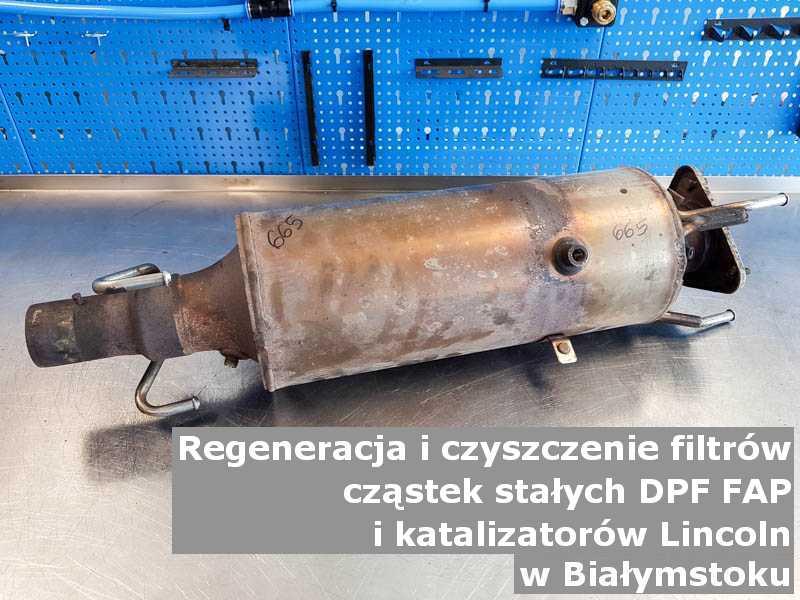 Regenerowany filtr cząstek stałych marki Lincoln, na stole w pracowni regeneracji, w Białymstoku.