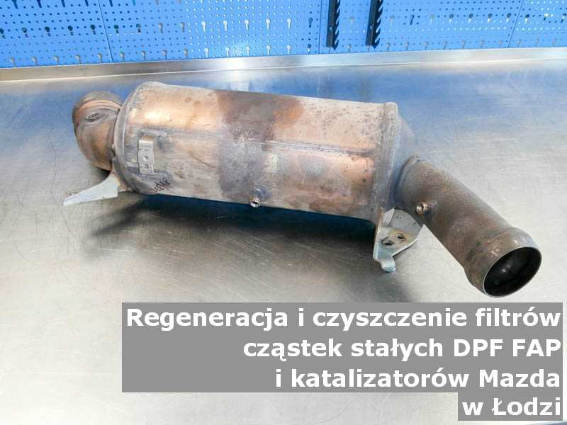 Wypalony z sadzy filtr cząstek stałych DPF/FAP marki Mazda, w specjalistycznej pracowni, w Łodzi.