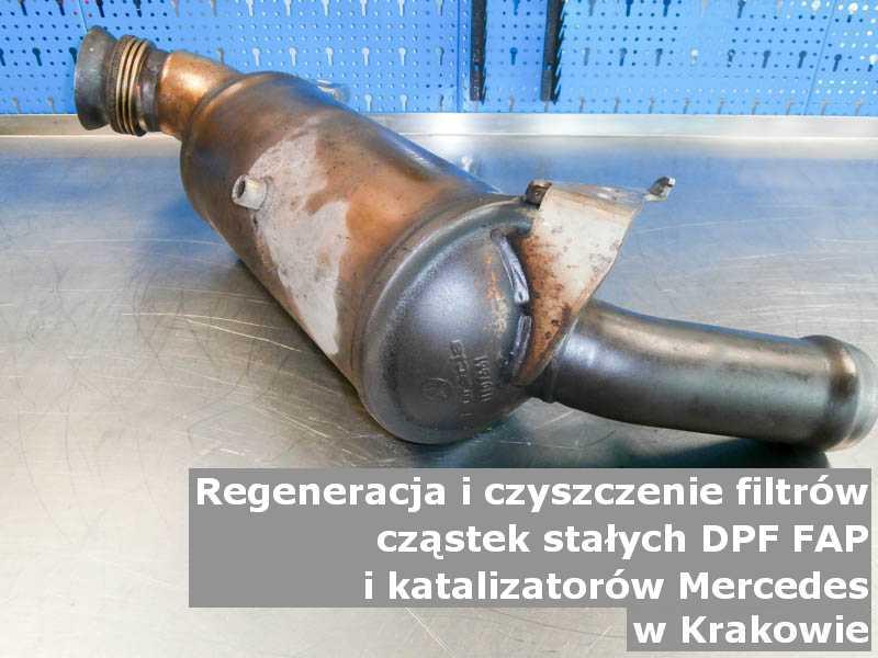 Oczyszczony filtr DPF marki Mercedes, w laboratorium, w Krakowie.