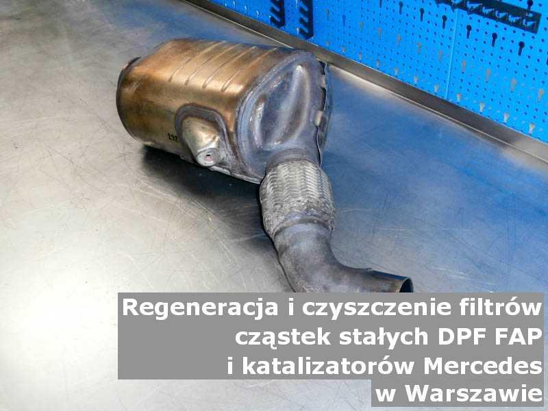 Wypłukany katalizator marki Mercedes, w pracowni, w Warszawie.