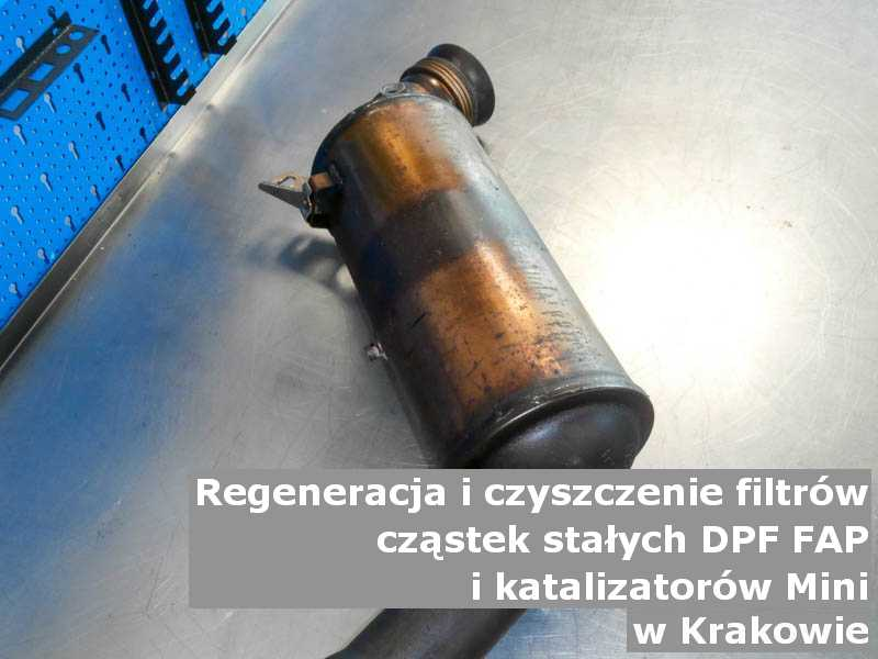 Wypłukany katalizator SCR marki Mini, w pracowni, w Krakowie.