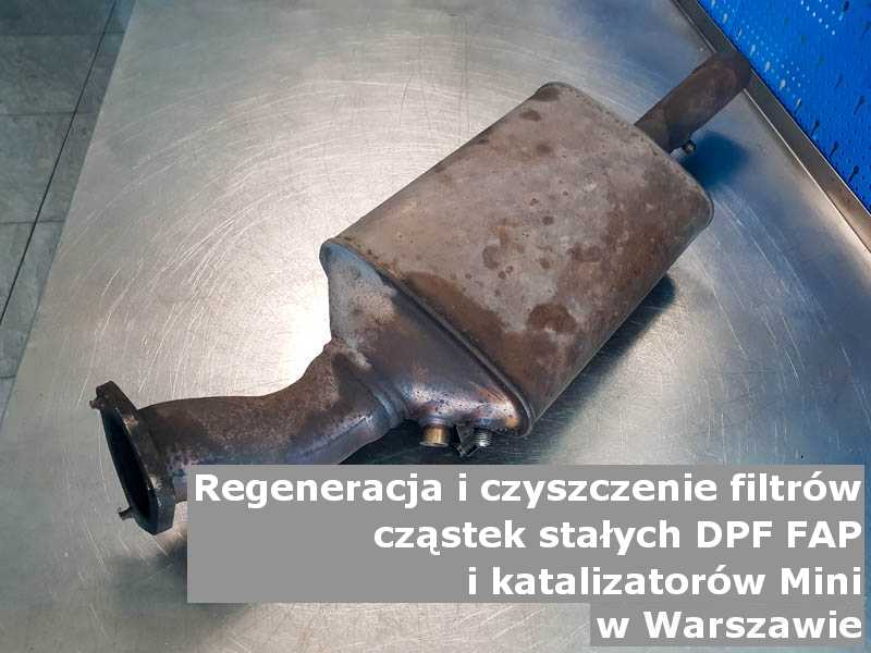 Wypłukany filtr cząstek stałych FAP marki Mini, w warsztatowym laboratorium, w Warszawie.