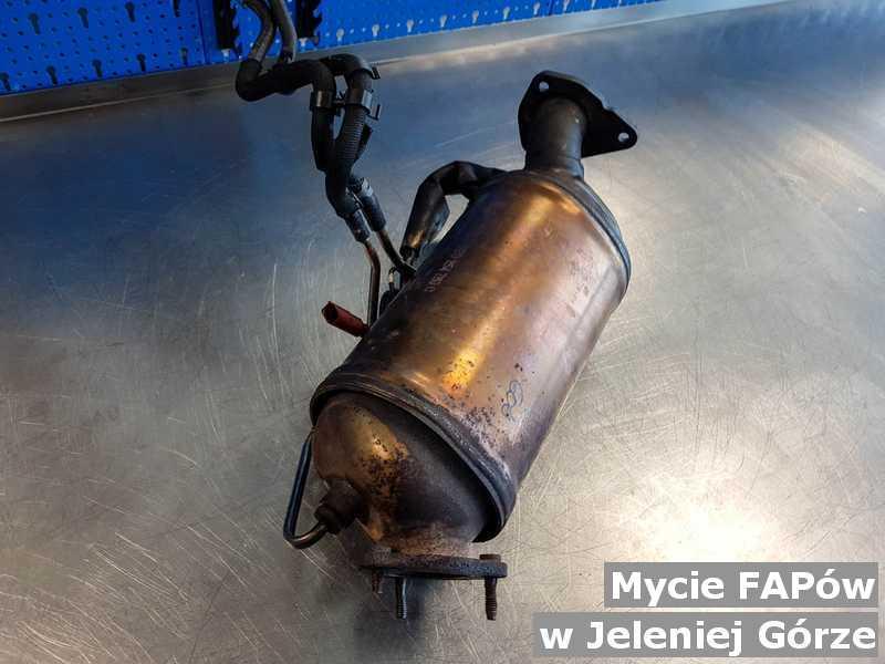 Filtr cząstek stałych FAP z Jeleniej Góry umyty, wyczyszczony w warsztatowej pracowni.