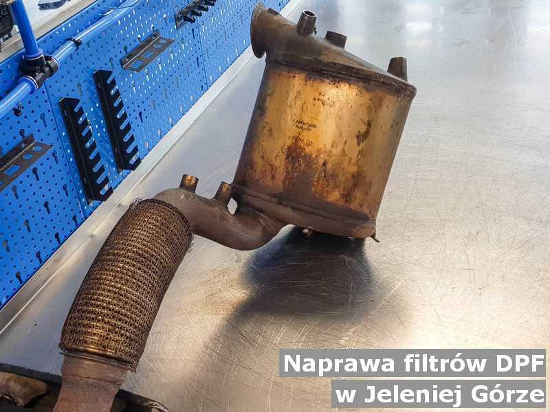 W naprawie filtr cząstek stałych z Jeleniej Góry po czyszczeniu w warsztatowej pracowni.