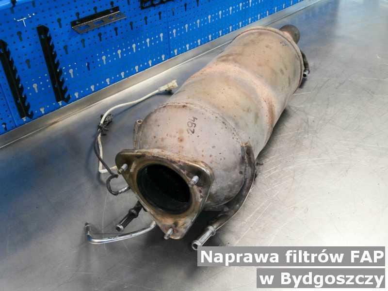 Naprawiony filtr cząstek stałych w Bydgoszczy przysłany do pracowni w laboratorium.