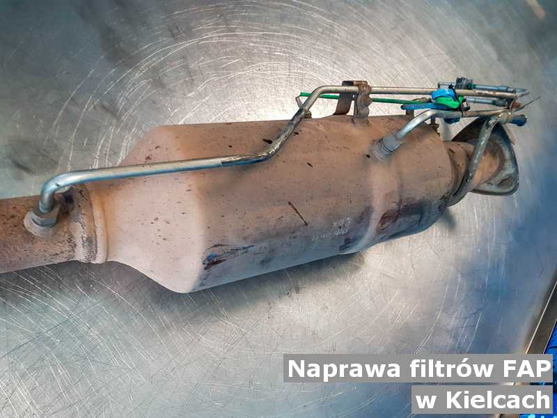 Naprawiany filtr FAP pod Kielcami przygotowywany w warsztatowej pracowni.
