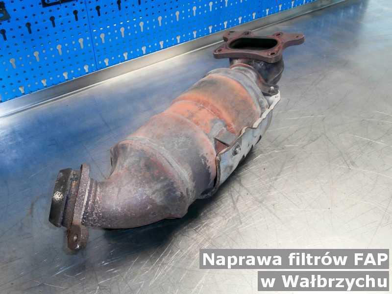 Naprawiany filtr FAP w Wałbrzychu przed wysyłką w pracowni.