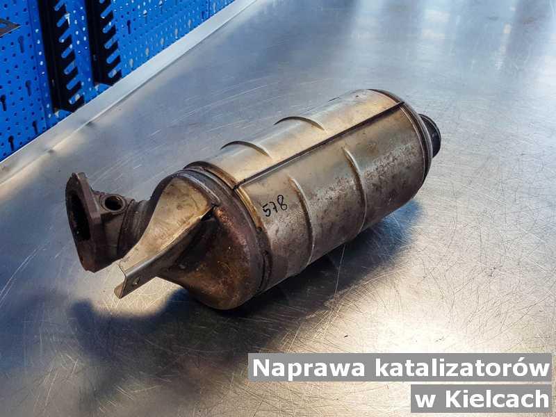 W naprawie katalizator z Kielc przygotowany na stole.