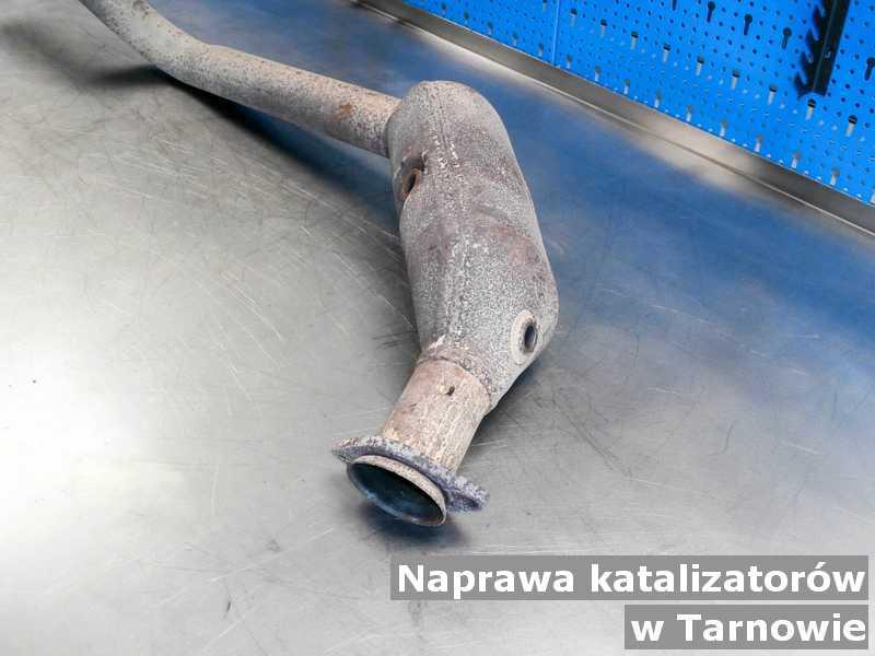 Naprawiany katalizator SCR w Tarnowie po naprawie na stole.
