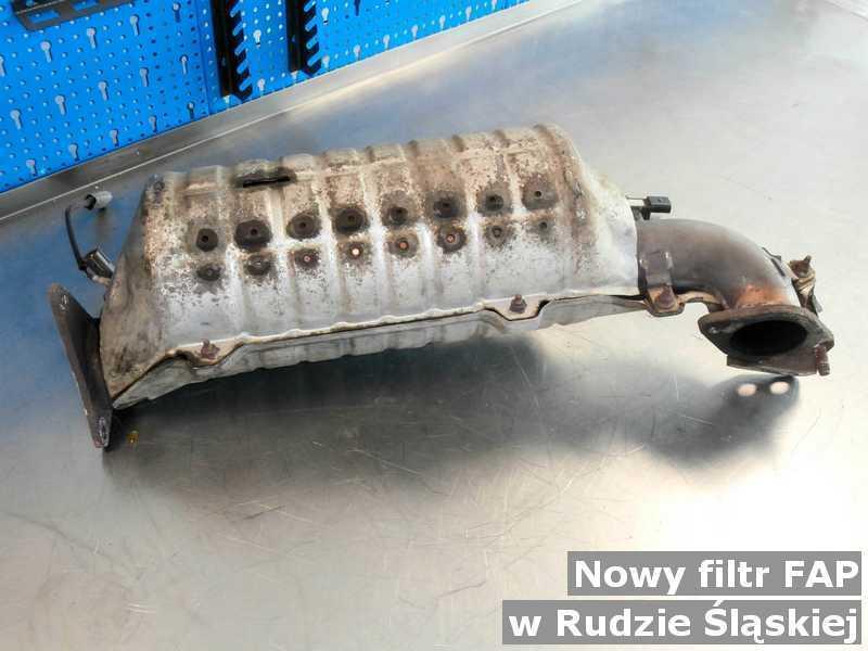 Filtr FAP o parametrach, jak nowy filtr FAP pod Rudą Śląską przed wysyłką w warsztacie samochodowym.