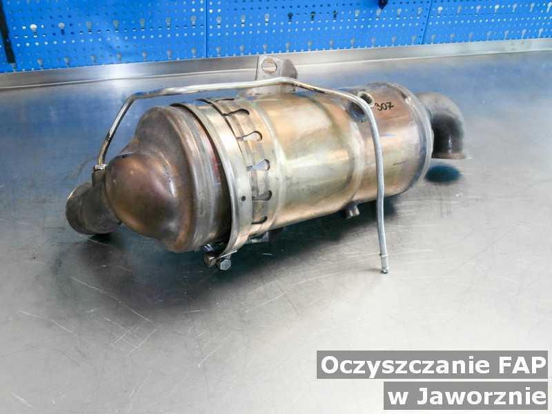 Filtr FAP pod Jaworznem w warsztatowym laboratorium wyczyszczony, przed wysyłką.