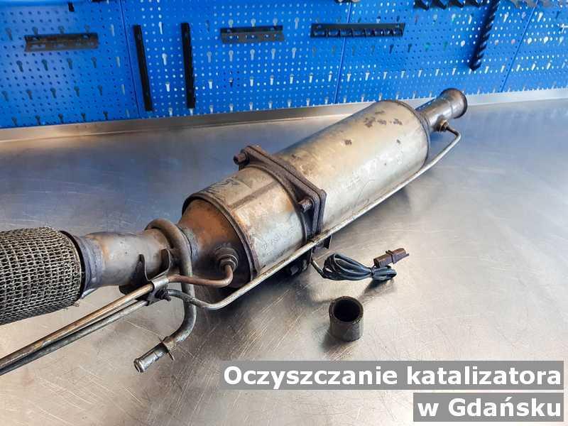 Konwerter, katalizator w Gdańsku w warsztacie samochodowym wyczyszczony, przygotowywany do wysłania.