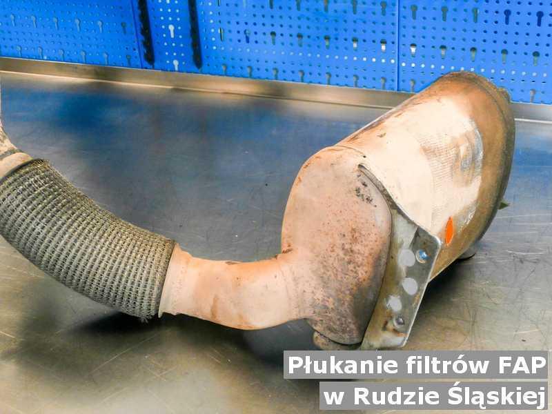 Filtr FAP z Rudy Śląskiej w pracowni po płukaniu bez zanieczyszczeń, przed wysłaniem.