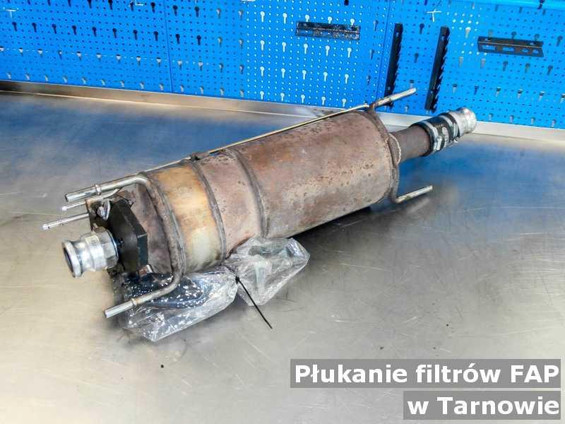 Filtr cząstek stałych w Tarnowie w warsztatowej pracowni po wypłukaniu, przed wysyłką.