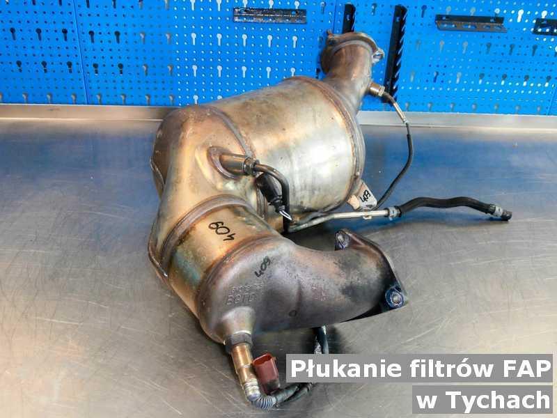 Filtr FAP pod Tychami w warsztacie wypłukany z zanieczyszczeń, przed wysłaniem do klienta.