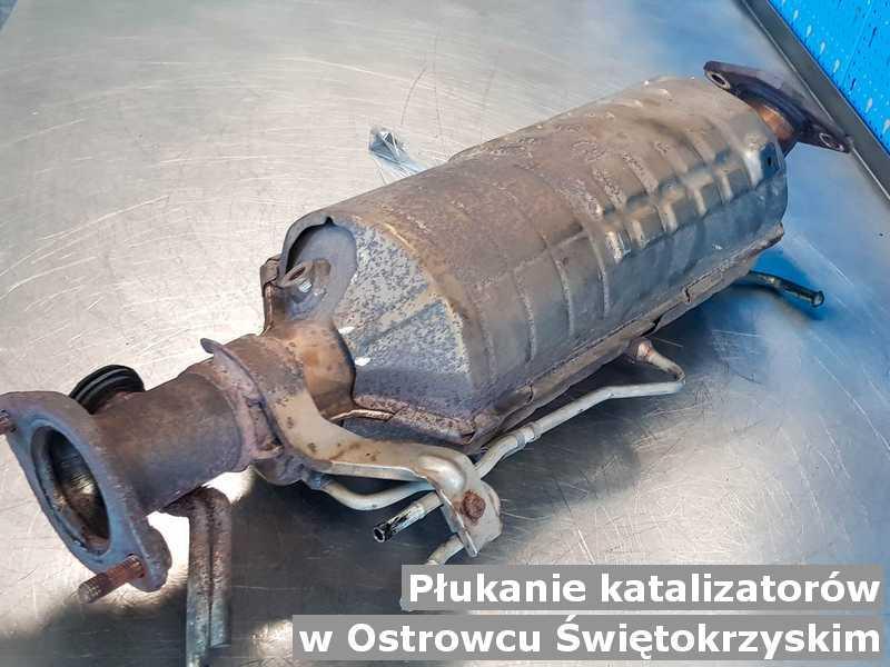 Reaktor katalityczny pod Ostrowcem Świętokrzyskim w warsztatowym laboratorium wypłukany, przygotowywany do wysłania.