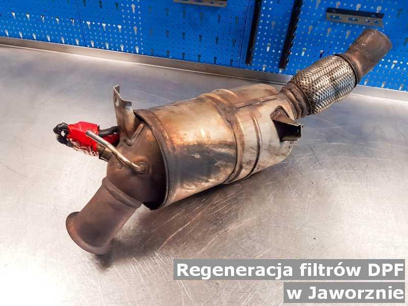 Filtr cząstek stałych DPF w Jaworznie w pracowni regenerowany przed wysłaniem do klienta.