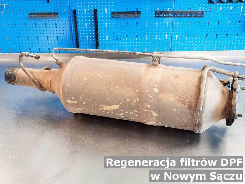 Filtr DPF pod Nowym Sączem w warsztatowej pracowni regenerowany przed wysyłką.