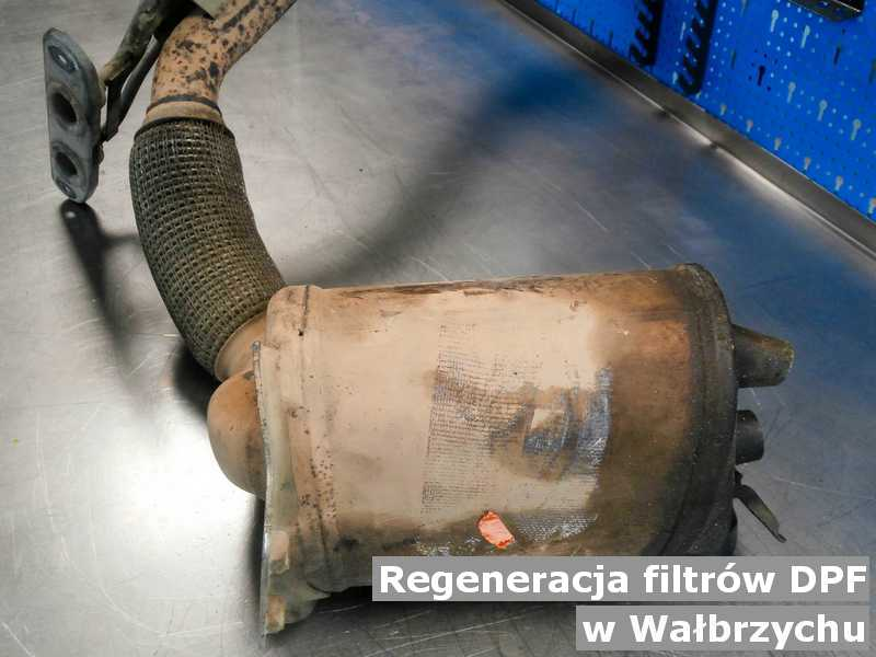 DPF w Wałbrzychu na stole po regeneracji przygotowywany do wysyłki.